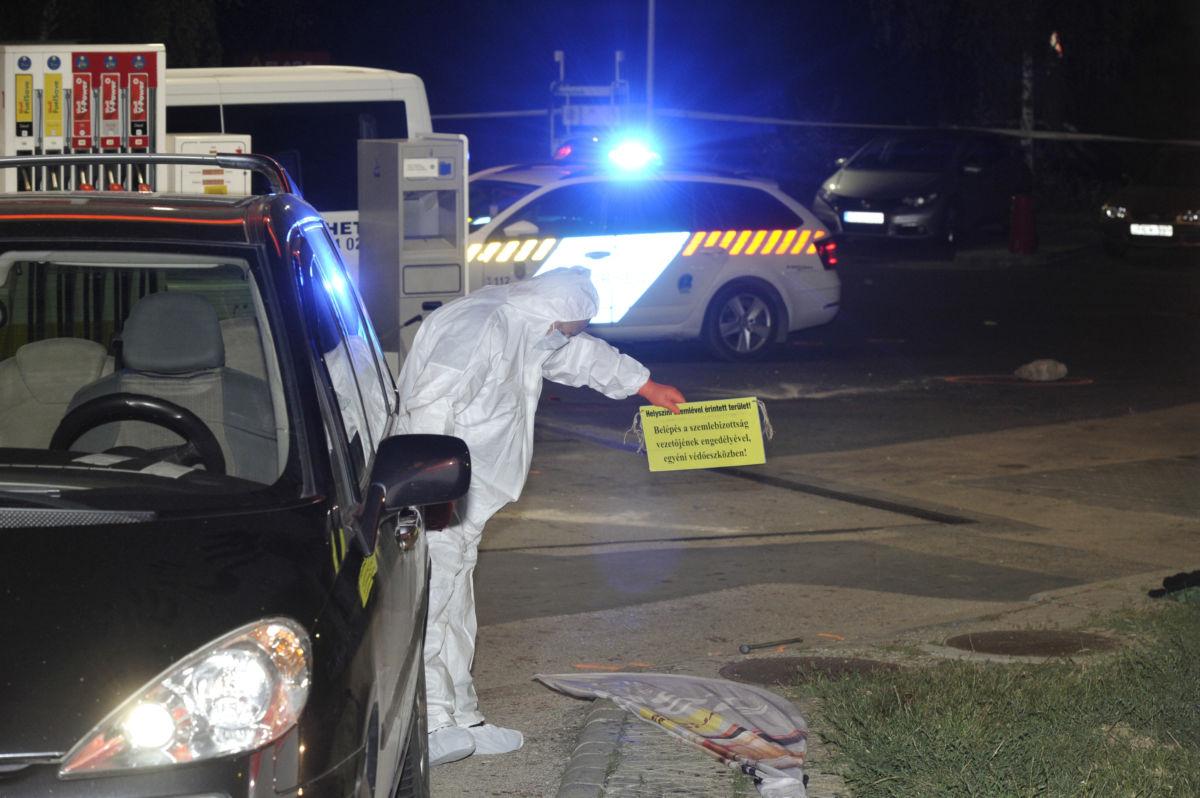 Bűnügyi technikus helyszínel 2020. július 30-án este egy benzinkútnál az érdi Iparos úton, ahol két többfős társaság összeszólalkozott, a vita tettlegességig fajult, aminek következtében egy 50 éves férfi meghalt, több sérültet pedig a mentők kórházba vittek.