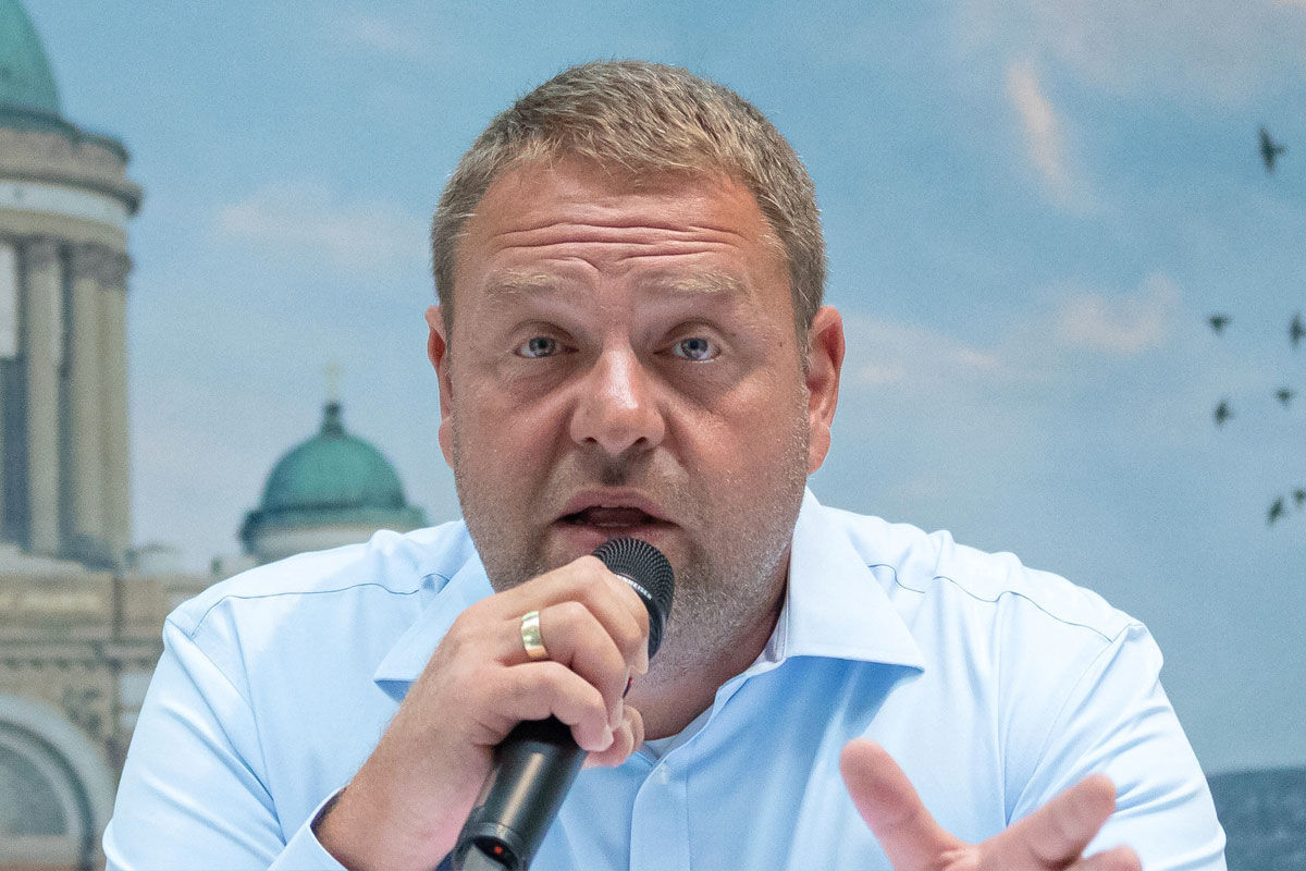 Guller Zoltán, a Magyar Turisztikai Ügynökség (MTÜ) vezérigazgatója sajtótájékoztatót tart a Lóvasút Kulturális és Rendezvényközpontban 2020. július 16-án.