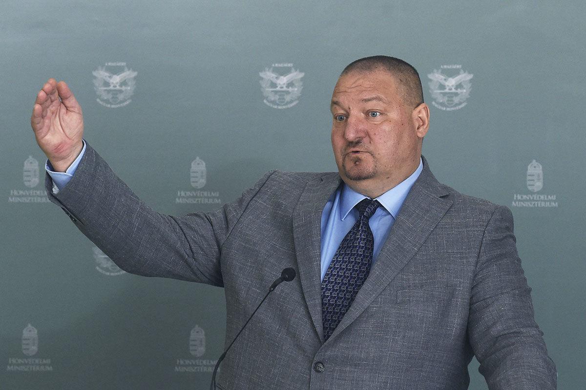 Németh Szilárd, a Honvédelmi Minisztérium parlamenti államtitkára sajtótájékoztatót tart a 2021. évi honvédelmi költségvetésről a Honvédelmi Minisztériumban 2020. július 8-án.