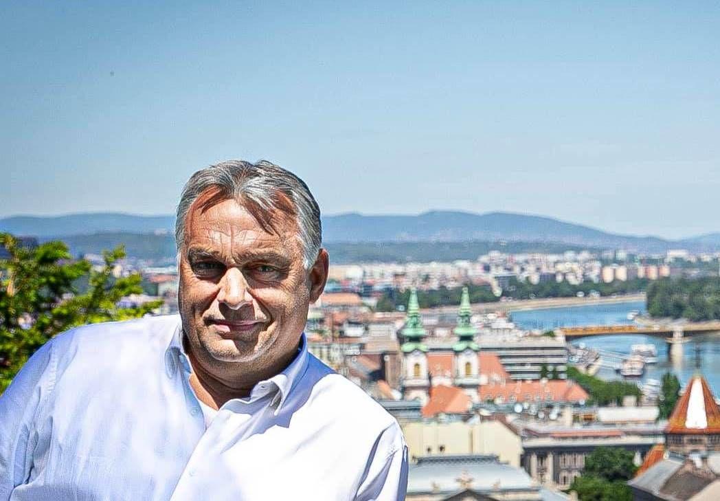 Orbán bejelentette, két napra elvonul aludni