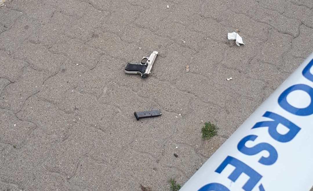 A rabló fegyvere a rendőrség fotóján.
