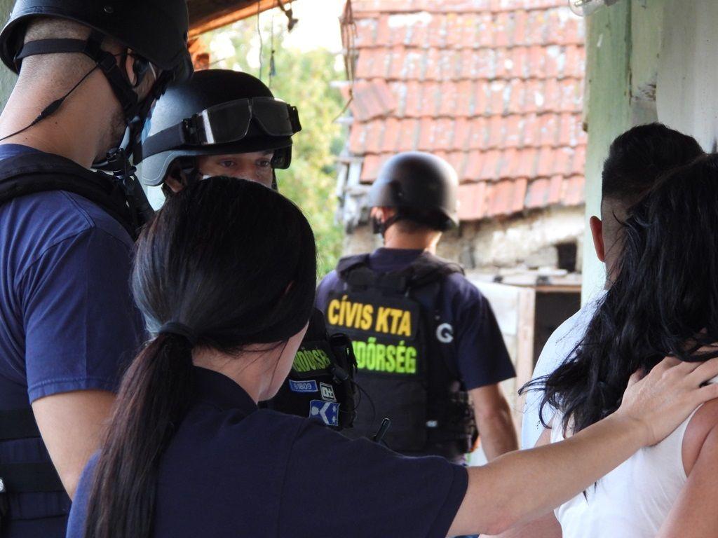Az elfogás a rendőrség fotóján.