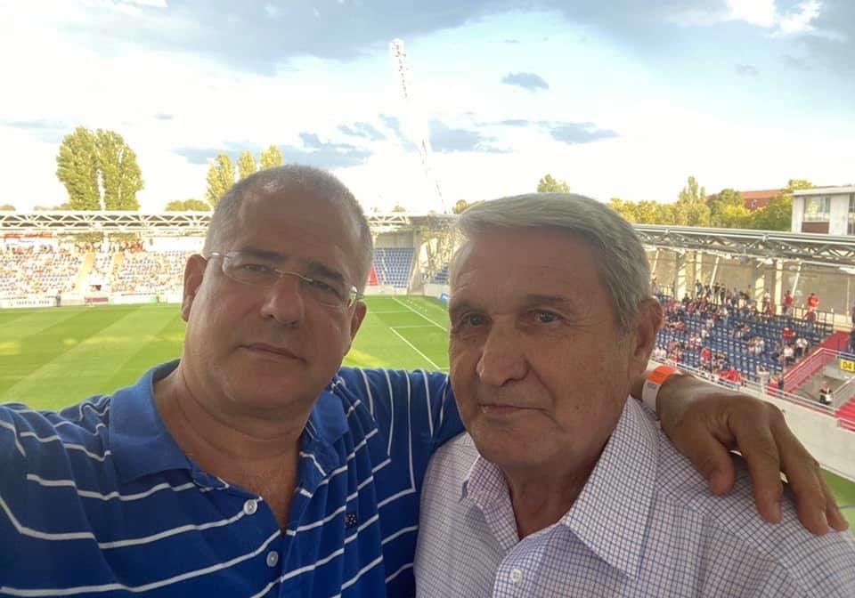 Kósa Lajos focimeccsen ölelgetett egy idős volt labdarúgót
