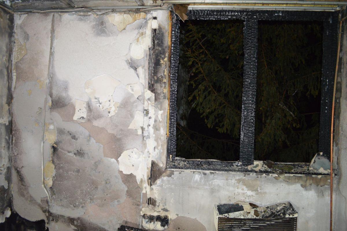 A kiégett gyöngyösi ingatlan a rendőrség fotóján.