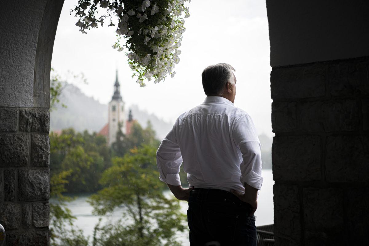 Orbán Viktor miniszterelnök a szlovéniai Bledben 2020. augusztus 30-án, ahol megrendezik a 15. Bled Stratégiai Fórum nemzetközi konferenciát számos európai ország állam- és kormányfője részvételével augusztus 31-én.