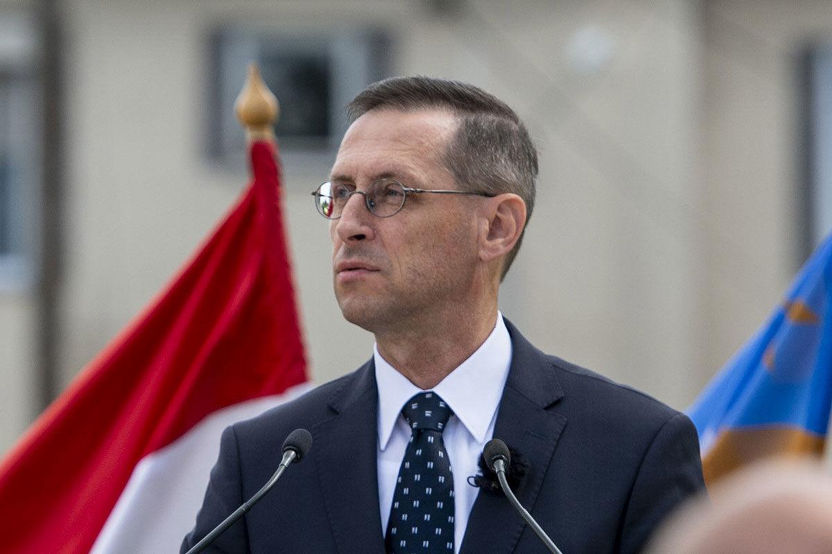 Varga Mihály pénzügyminiszter beszédet mond a kompolti Trianon-emlékmű felavatásán 2020. augusztus 27-én.