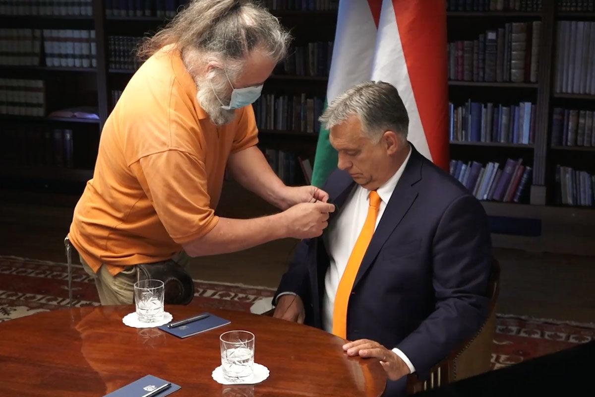 Orbán Viktor mondani akar valamint ma este 8 órakor