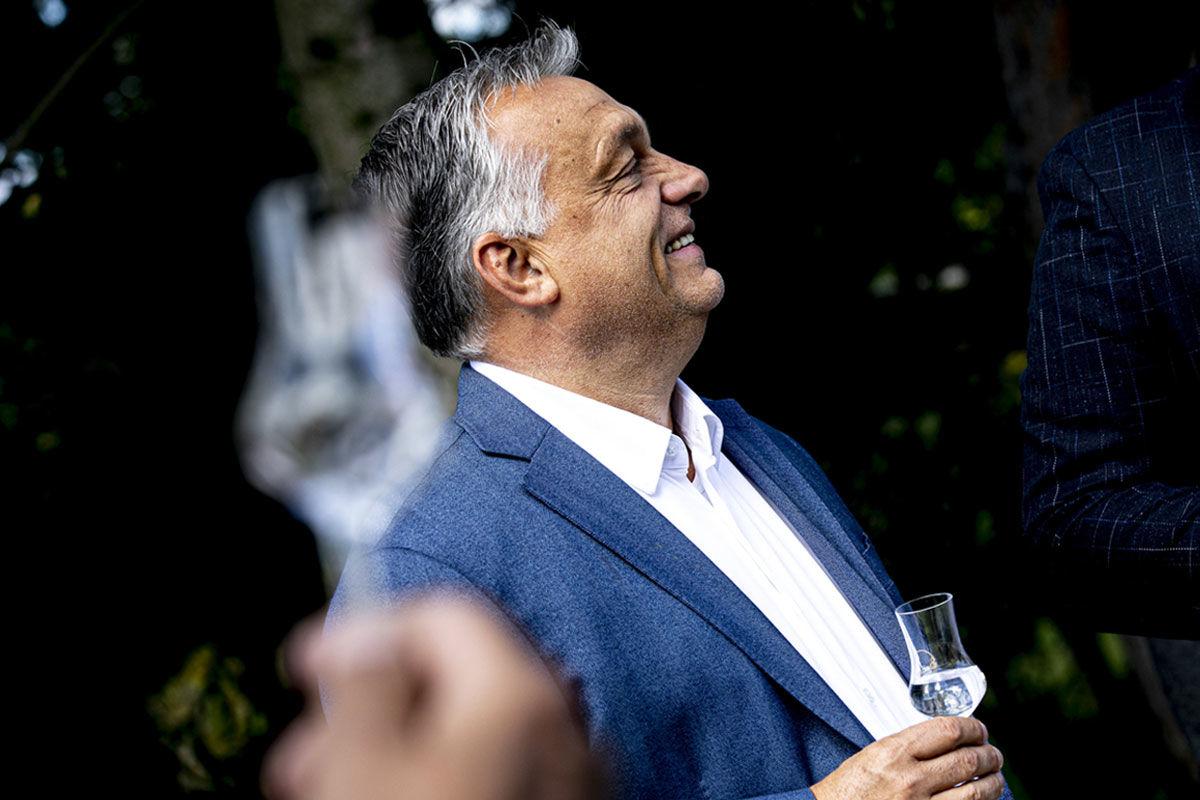 Orbán Viktor miniszterelnök a magyarországi szabad pálinkafőzés 10. évfordulóján szervezett ünnepségen a Zala megyei Becsehelyen 2020. szeptember 27-én.
