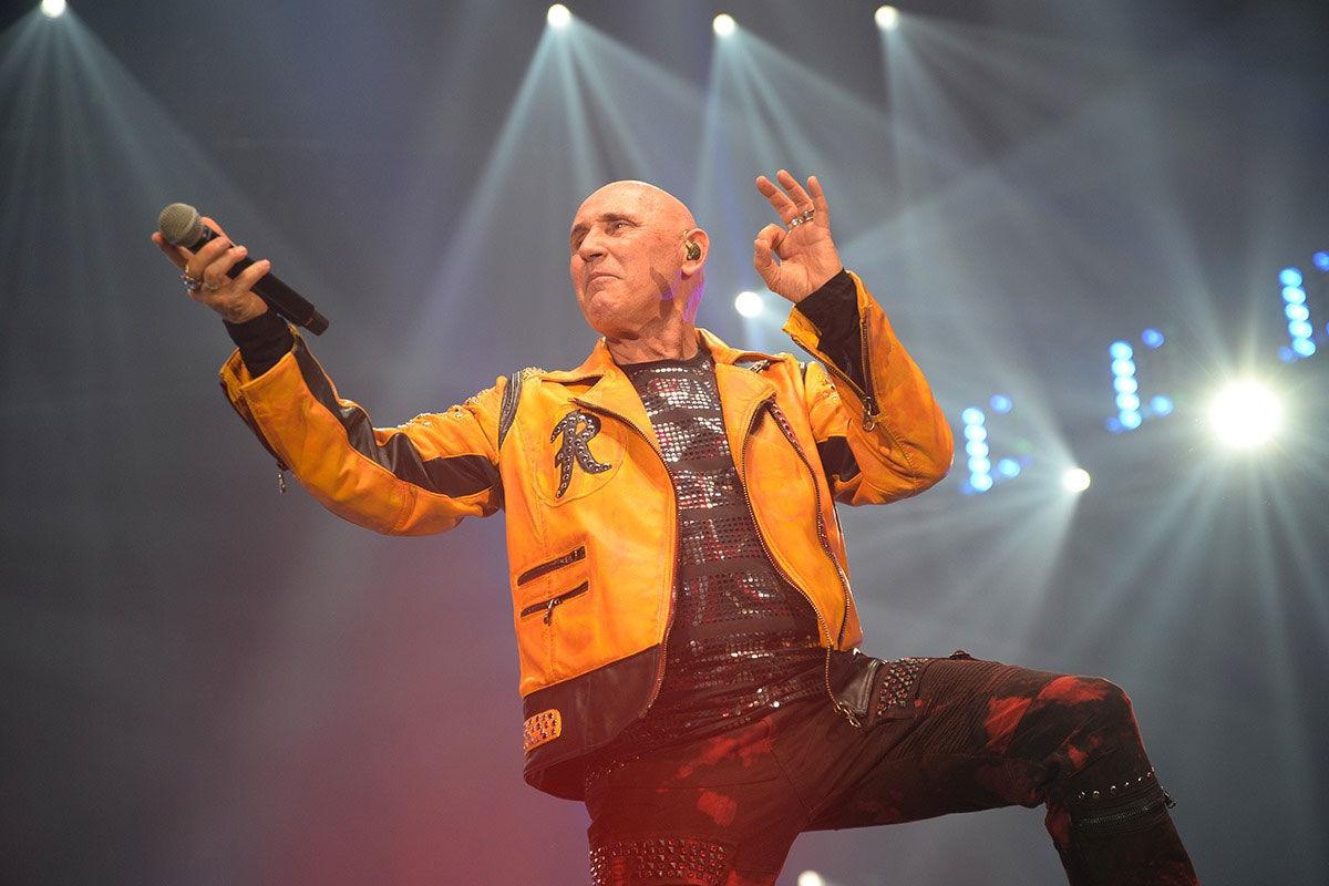 Pataky Attila a színpadon.