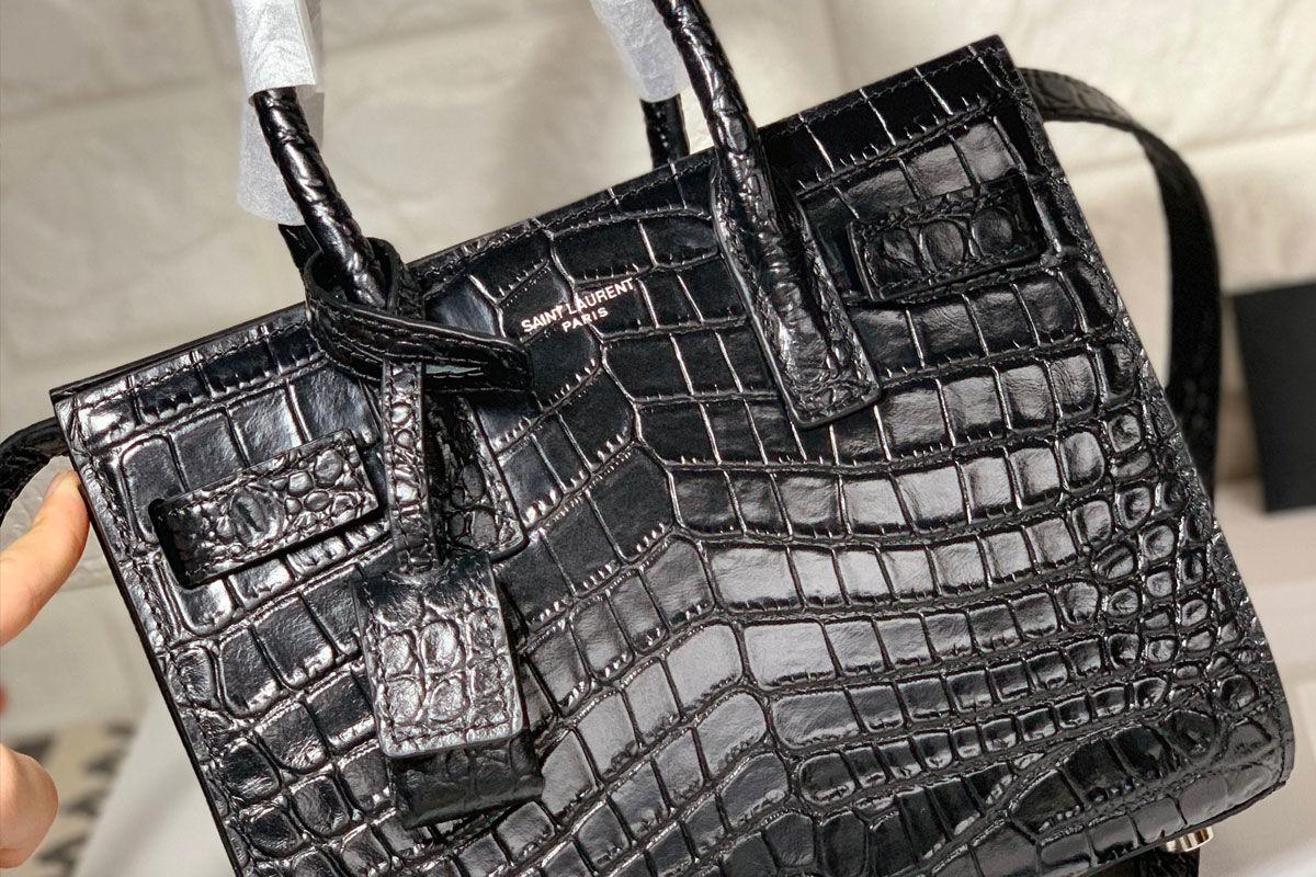 Az Yves Saint-Laurent 5,7 milliós aligátorbőr táskája.