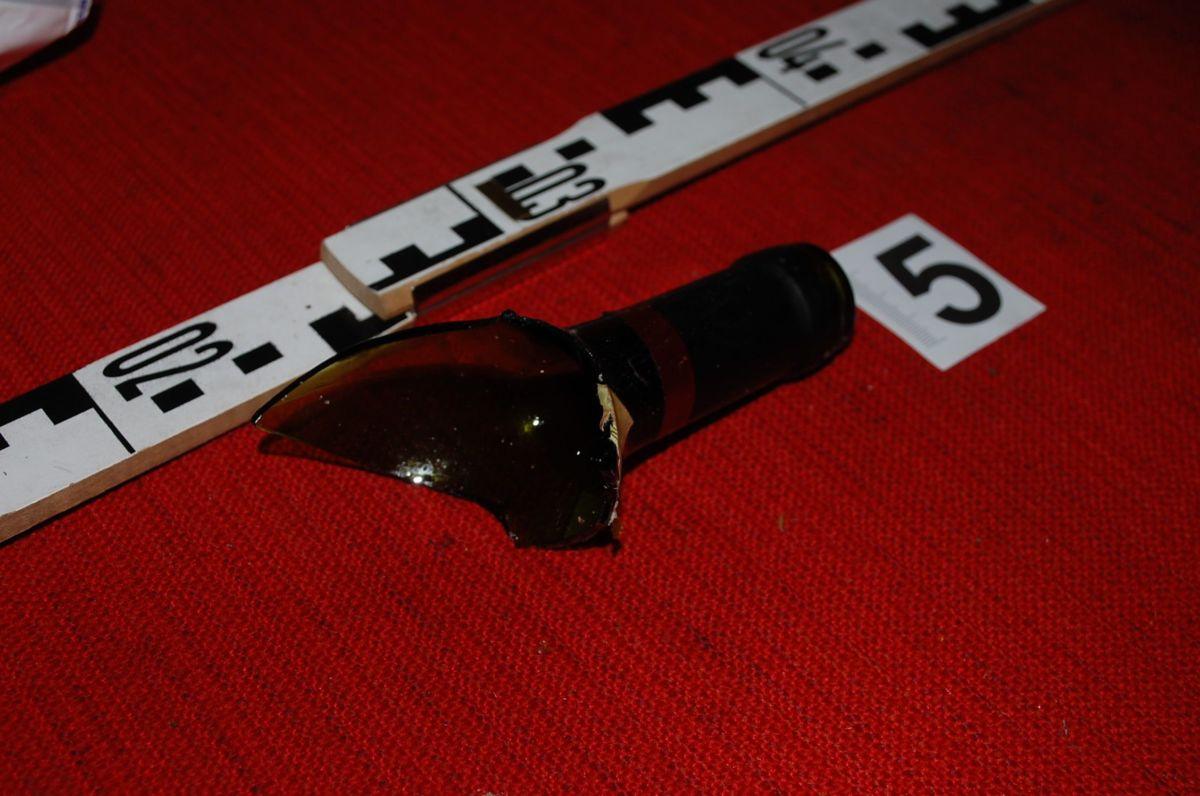 Törött borosüveggel szúrta hasba testvérét egy férfi Tarjánpusztán
