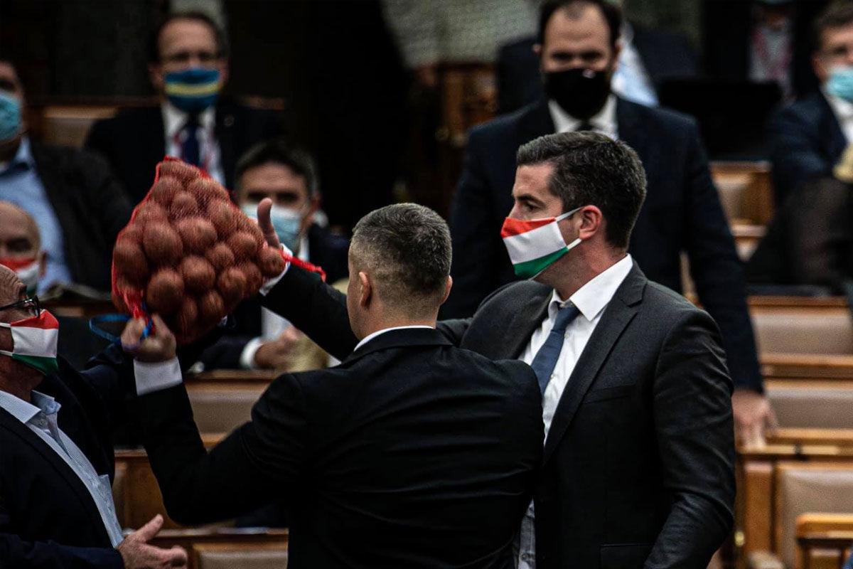 Rekord: 4,4 millióra büntette Jakab Pétert Kövér László, amiért krumplival heccelte Orbánt