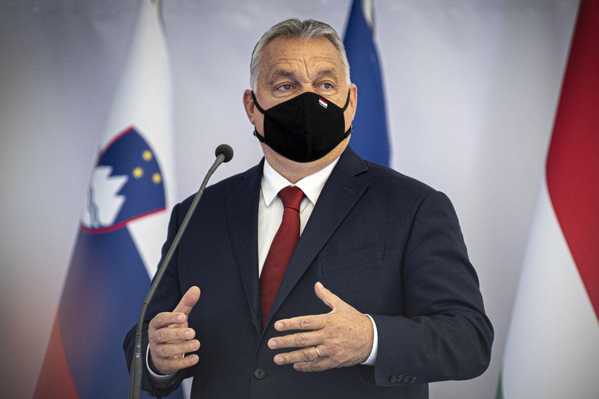 Orbán Viktor miniszterelnök beszél a 2 x 400 kV-os Cirkovce-Pince távvezeték alapkőletételén a szlovéniai Kidričevóban 2020. október 14-én.