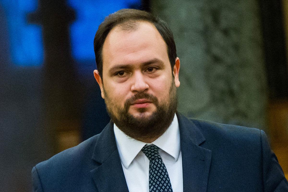 Nacsa Lőrinc, a KDNP vezérszónoka felszólal a kereskedelemről szóló törvény módosításáról tartott vitában az Országgyűlés plenáris ülésén 2020. november 20-án.