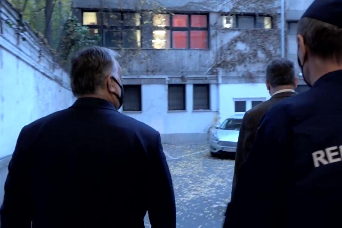 Orbán Viktor bement az V. kerületi rendőrkapitányságra