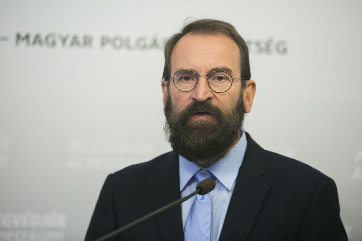 Szájer József elismerte, hogy ott volt a brüsszeli orgián