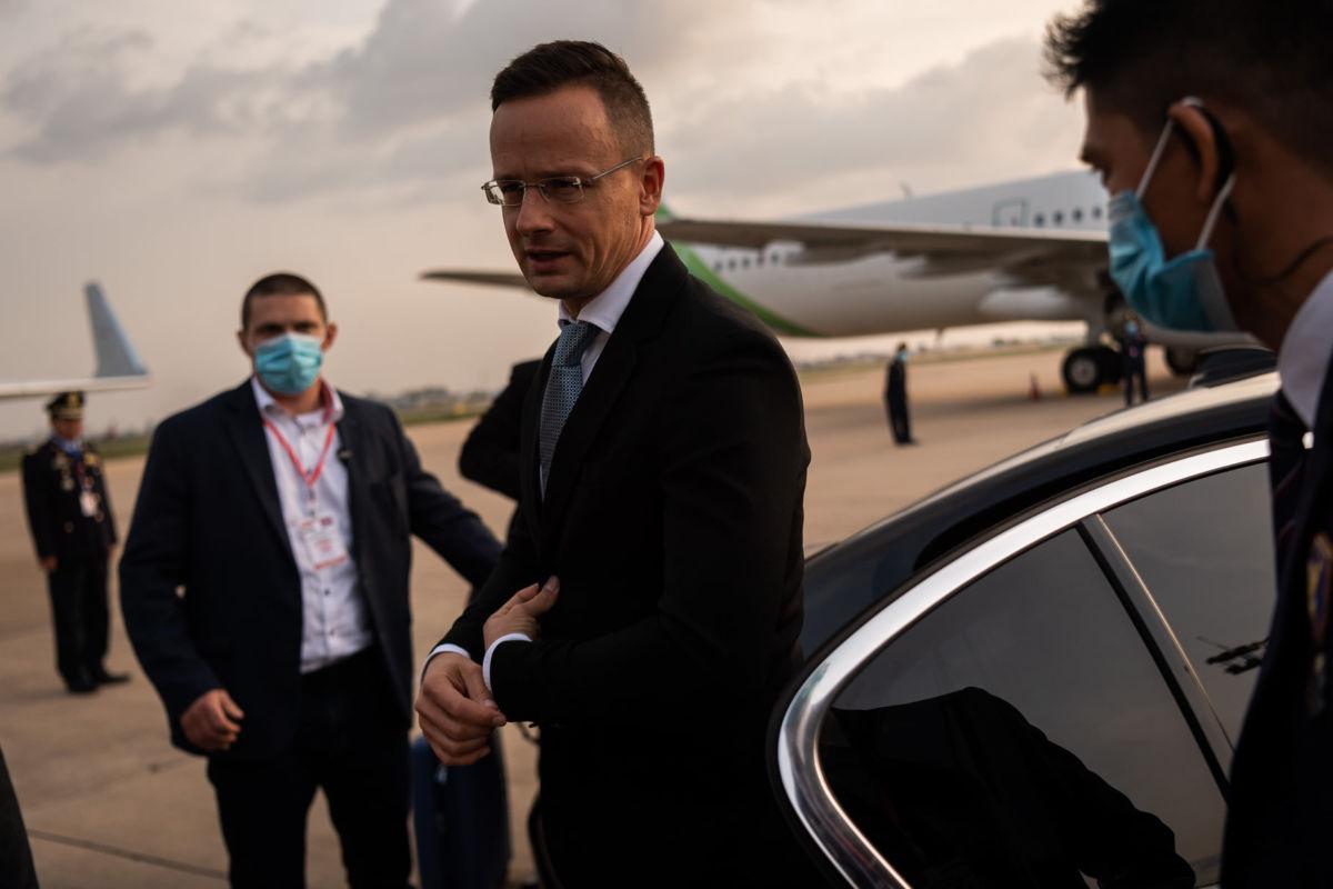 Hadházy: a Szijjártót Pozsonyba reptető luxusgép rendszeresen járt Orbán Ráhelék új lakóhelyén is