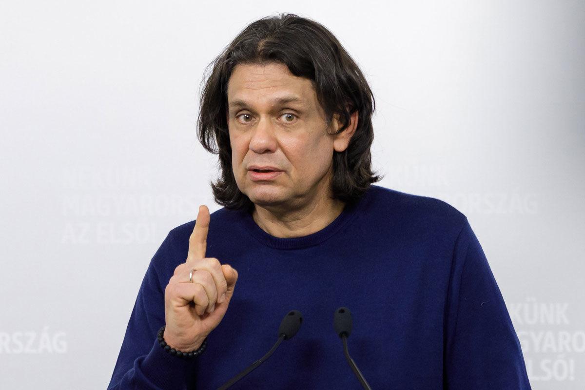 Deutsch Tamás, a Fidesz-KDNP európai parlamenti (EP-) delegációvezetője sajtótájékoztatót tart az Európai Parlament migrációs állásfoglalásáról, a Képviselői Irodaházban, Budapesten 2020. december 19-én.