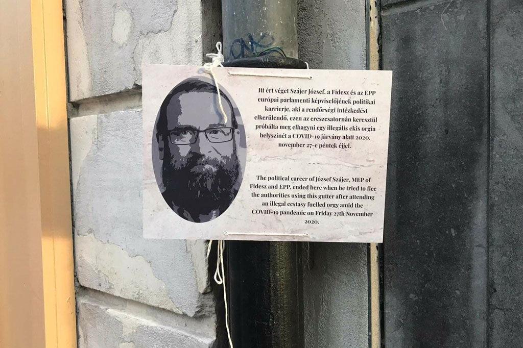 Emléktáblát kapott Szájer József brüsszeli ereszcsatornája