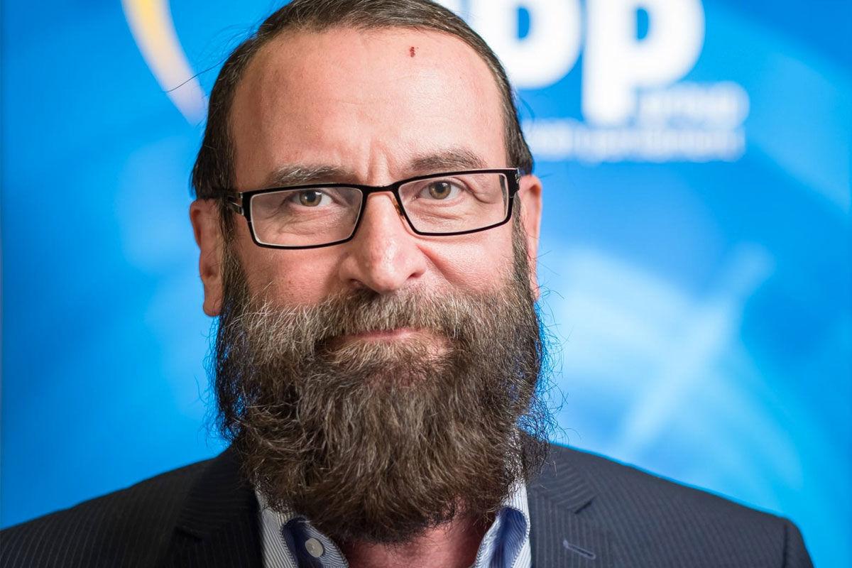 Szájer József visszaadta a diplomata-útlevelét