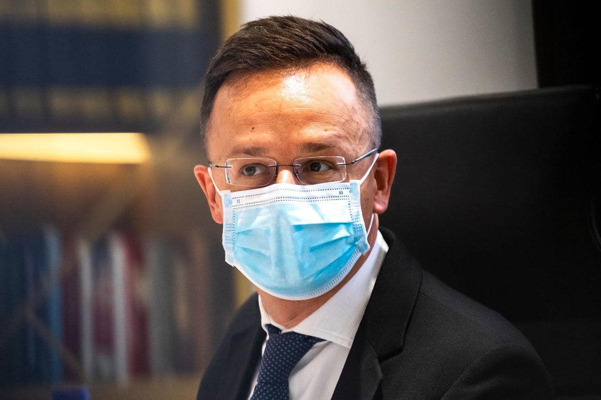 Szijjártó: a koronavírus-járvány és a migráció ördögi kört alkot