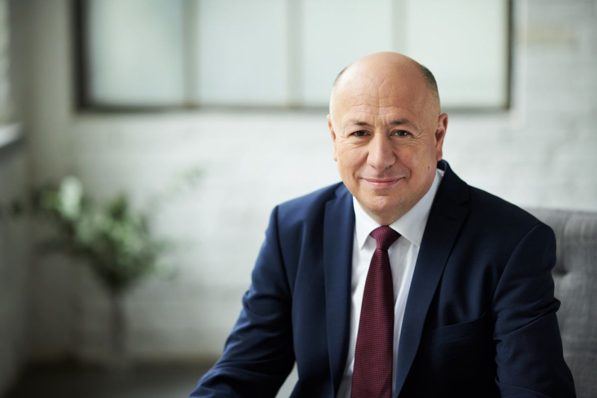 Kriza Ákos orvos-közgazdász, egészségügyi menedzser, 2010–2019 között Miskolc fideszes polgármestere.