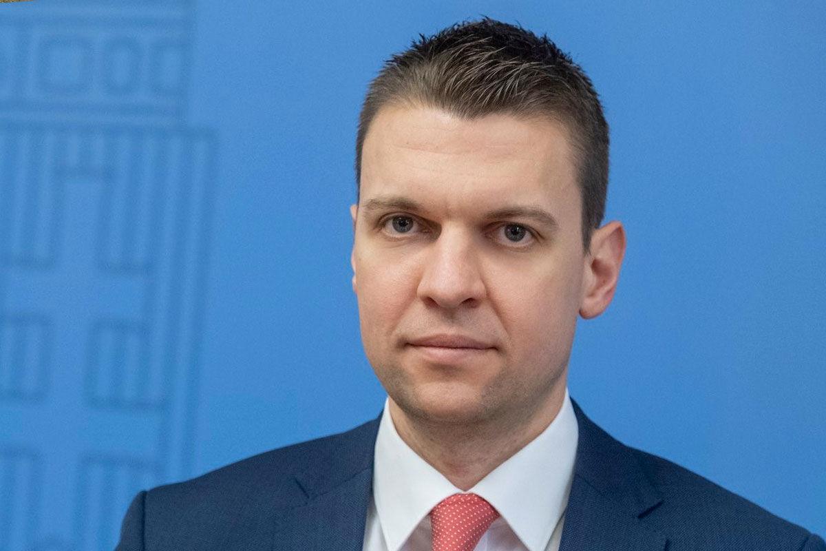 Menczer úgy hallotta, a vajdasági magyarok tömegesen igénylik a kínai vakcinát