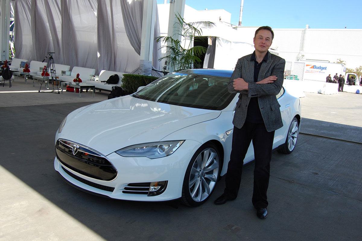 Elon Musk dél-afrikai származású amerikai mérnök, vállalkozó, világ 2. leggazdagabb embere.