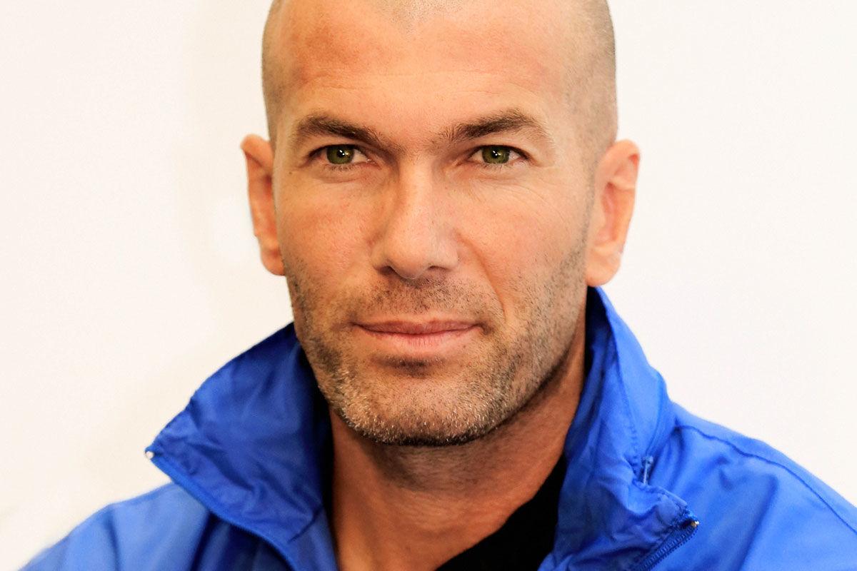 Zinédine Zidane algériai származású francia labdarúgó, edző.