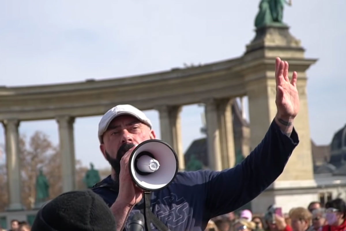 Gődény György a Hősök terén 2021. február 28-án.