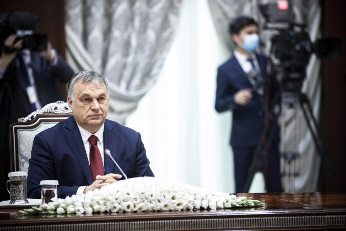 Orbán Viktor magyar kormányfő a Savkat Mirzijojev üzbég államfővel folytatott tárgyaláson Taskentben 2021. március 30-án.