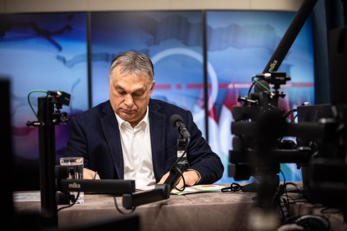 Orbán VIktor a Kossuth rádió Jó reggelt, Magyarország! című propagandaműsorában 2021. március 26-án.