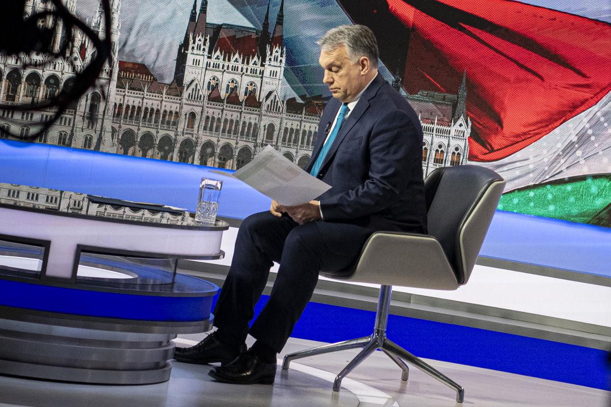 Orbán Viktor exkluzív interjút ad az M1 propagandacsatornájának 2021. március 31-én.