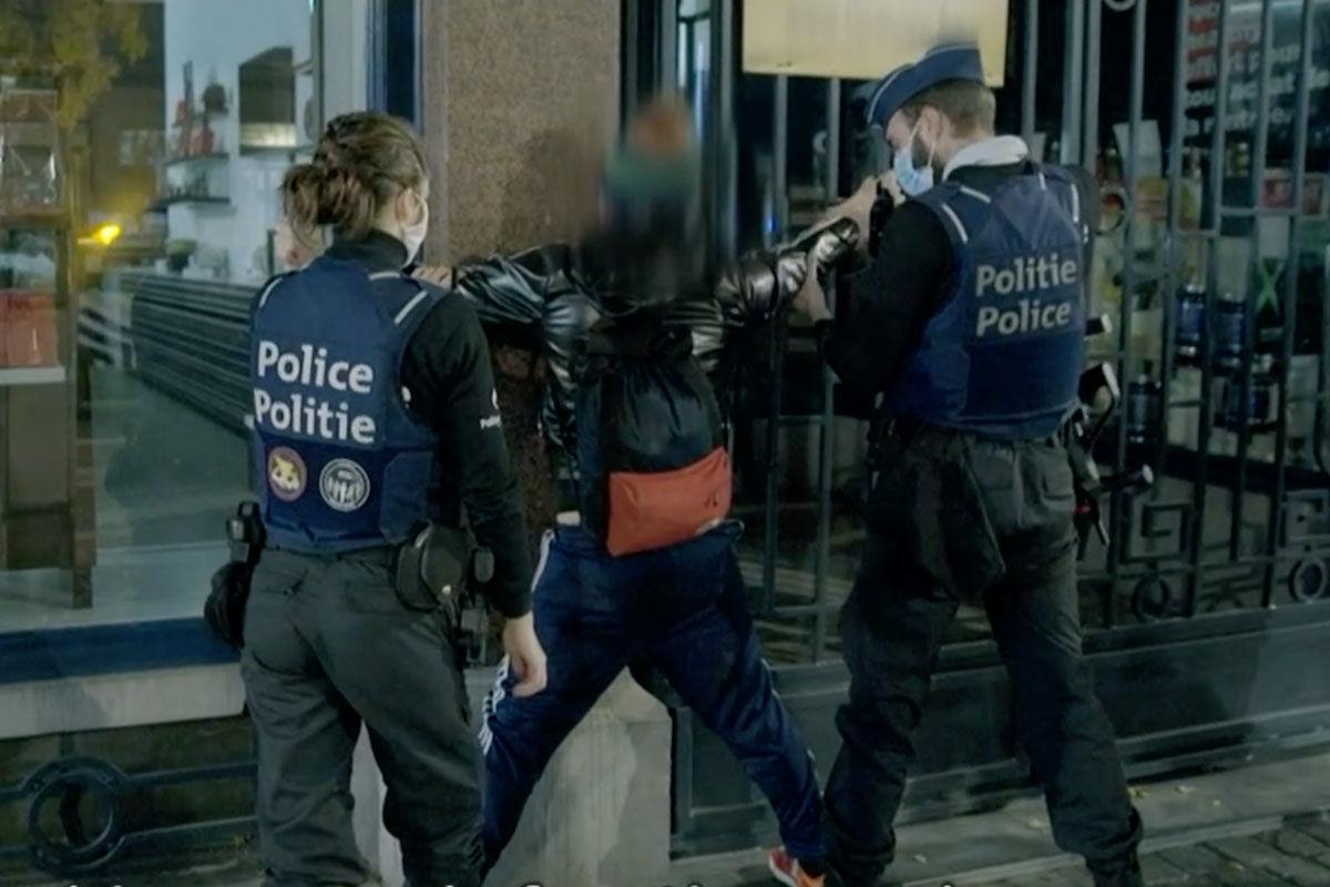 Szájer József fideszes EP-képviselő találkozása a brüsszeli rendőrséggel.