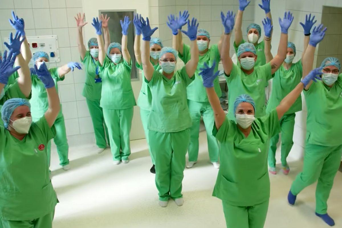 A Bethesda Gyermekkórház dolgozói táncra perdülve küldenek reményt és kitartást