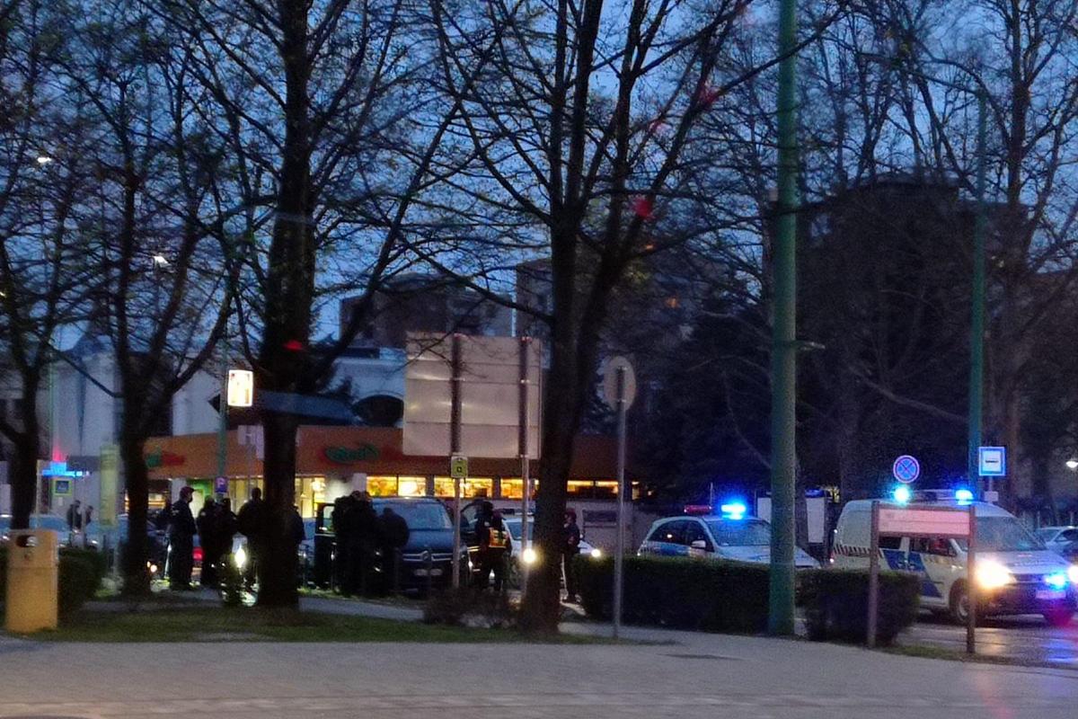 Biztonsági őrök akartak bejutni a Dunaferrhez, nagy erőkkel vonultak ki a rendőrök