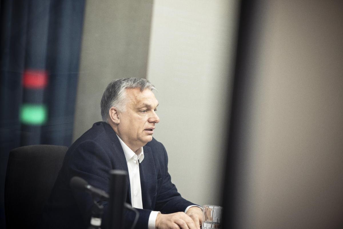 Orbán Viktor kormányfő interjút ad a Jó reggelt, Magyarország! című műsorban a Kossuth rádió stúdiójában 2021. április 23-án.