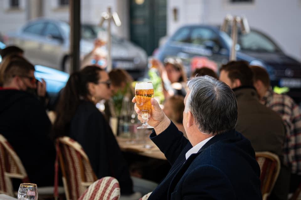 """Orbán Viktor Facebook-oldala bejelentette, hogy """"szabad a sör"""""""