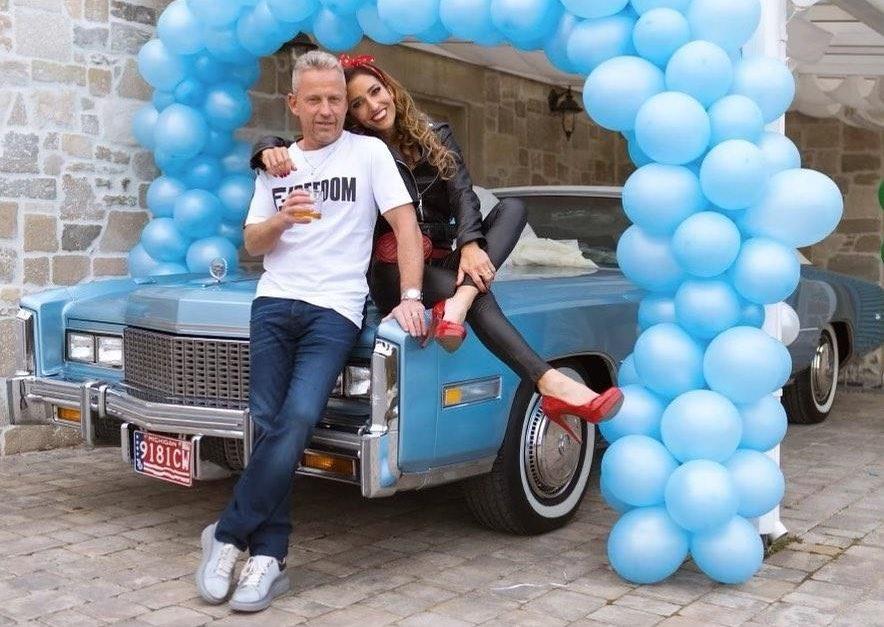 Schobert Norbi 50 éves lett, Réka egy autóval lepte meg