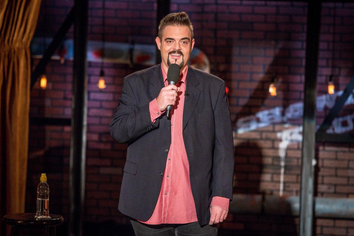 Orosz György humorista a Showder Klub színpadán.
