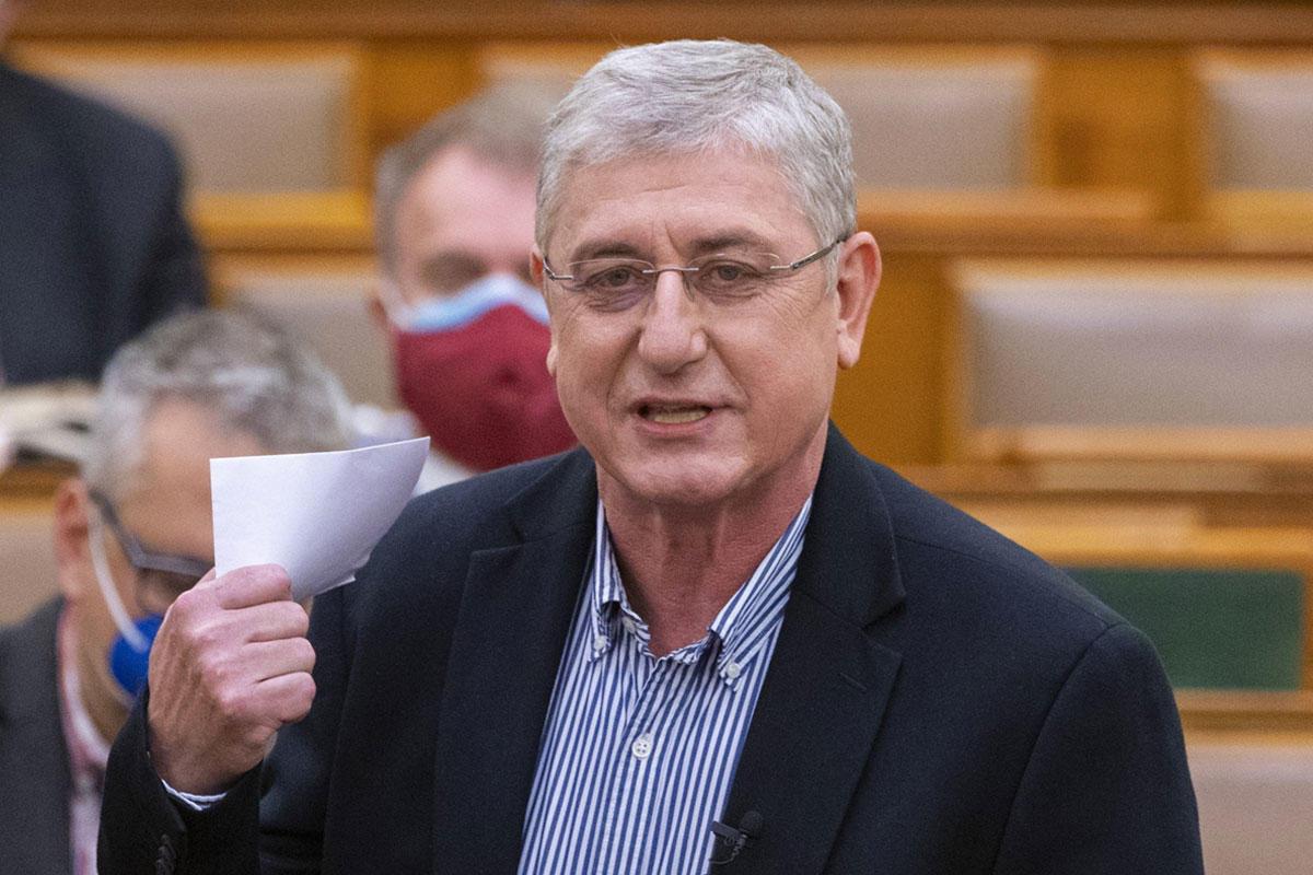 Gyurcsány Ferenc, a DK frakcióvezetője napirend előtt felszólal az Országgyűlés plenáris ülésén 2021. május 17-én.