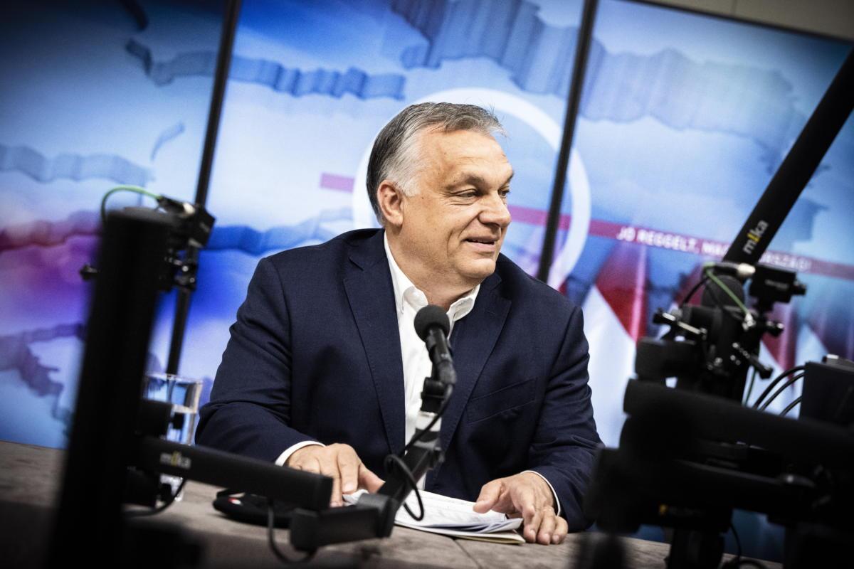 Orbán Viktor kormányfő interjút ad a Jó reggelt, Magyarország! című műsorban a Kossuth rádió stúdiójában 2021. május 21-én.