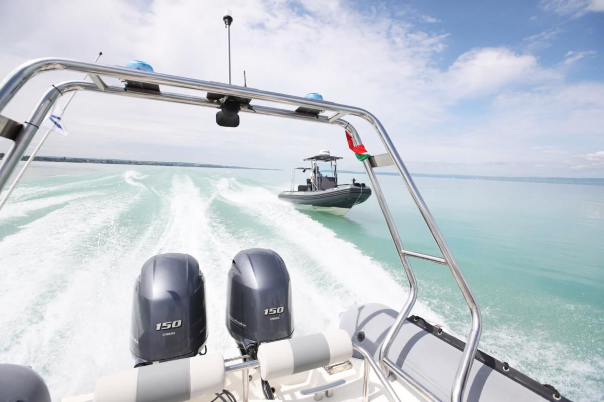 Bajba jutott kishajót kellett kimenteni a Balatonból