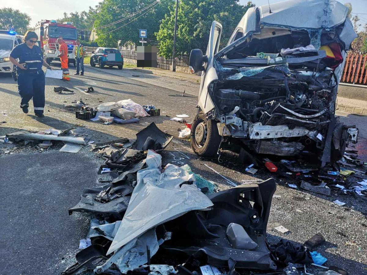 Tömegszerencsétlenség Mezőörsnél: egy ember meghalt, húsz megsérült