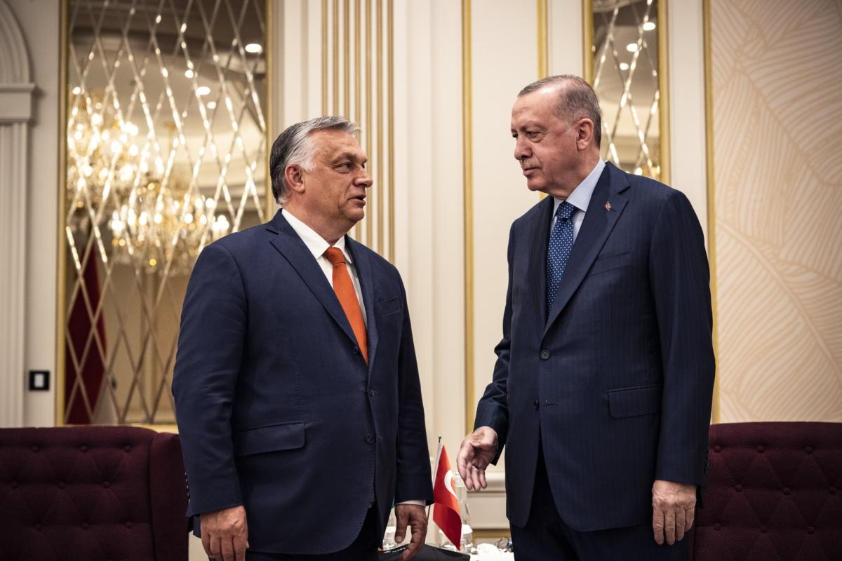 Orbán Viktor miniszterelnök Recep Tayyip Erdogan török államfővel tárgyal Brüsszelben 2021. június 13-án.