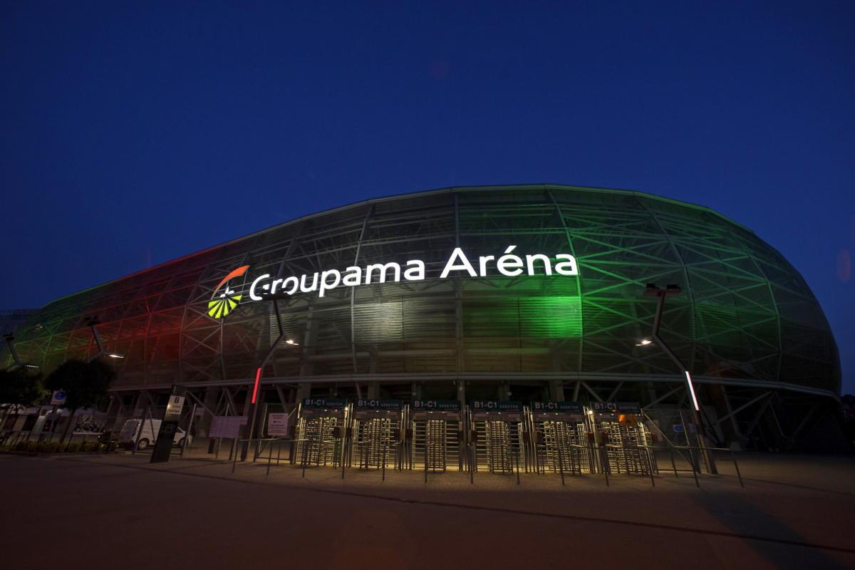 A nemzeti színekkel megvilágított Groupama Aréna a Németország-Magyarország labdarúgó-mérkőzés alatt 2021. június 23-án.