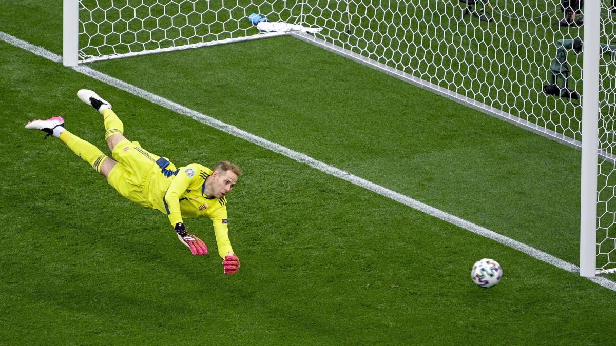 Gulácsi Péter kapus a koronavírus-járvány miatt 2021-re halasztott 2020-as labdarúgó Európa-bajnokság F csoportjának első fordulójában játszott Magyarország - Portugália mérkőzésen a Puskás Arénában 2021. június 15-én.