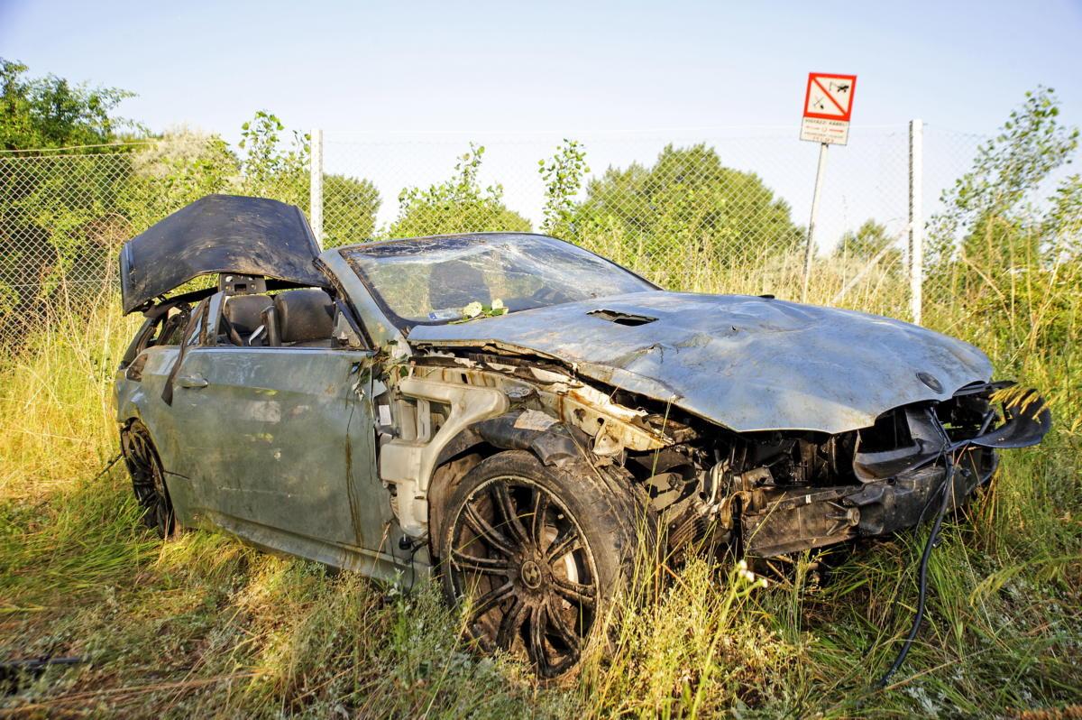 Árokba csapódott személygépkocsi az M7-es autópálya Letenye felé vezető oldalán, a tárnoki kihajtónál 2021. június 23-án.