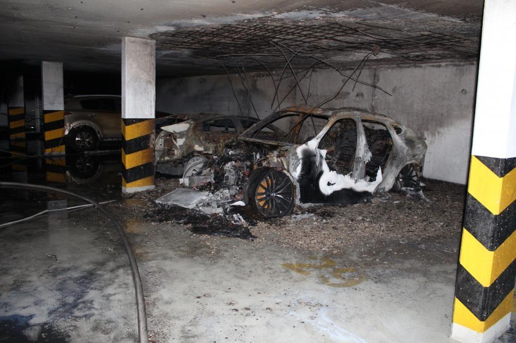 Több autó kigyulladt egy balatonfüredi hotel mélygarázsában