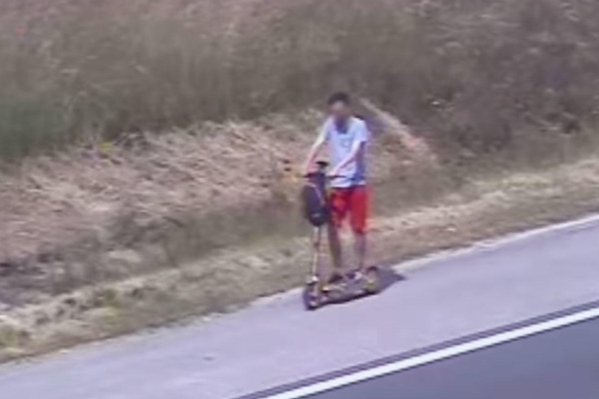 E-rollerrel száguldott egy férfi az M1-es autópályán, a rendőrök sem tudták megfogni